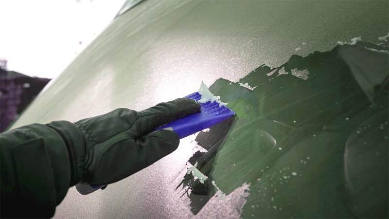 Как да избегнем заледяването на автомобилните стъкла през зимата
