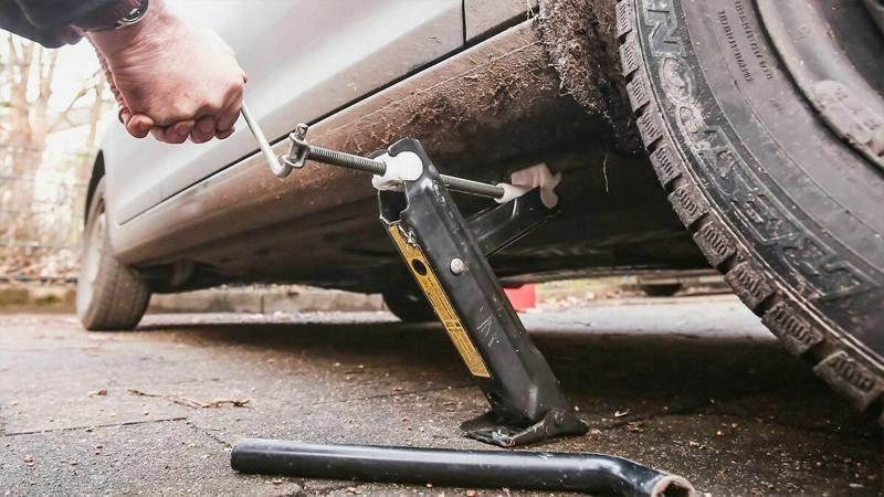 Как се поставя крик и как се сменя гума на автомобила - какво трябва да знаем