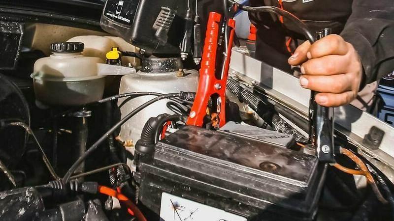 Подаване на ток с кабели от друг автомобил - стъпка по стъпка - pt1