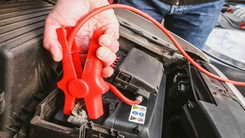 Подаване на ток с кабели от друг автомобил - стъпка по стъпка - tp1